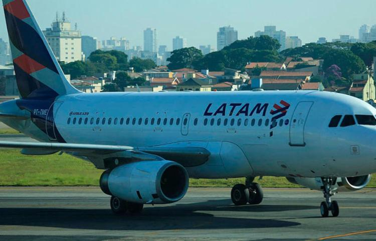 A companhia continua operando voos domésticos no Brasil e no Chile ] Foto: Joá Souza   Ag. A TARDE - Foto: Joá Souza   Ag. A TARDE