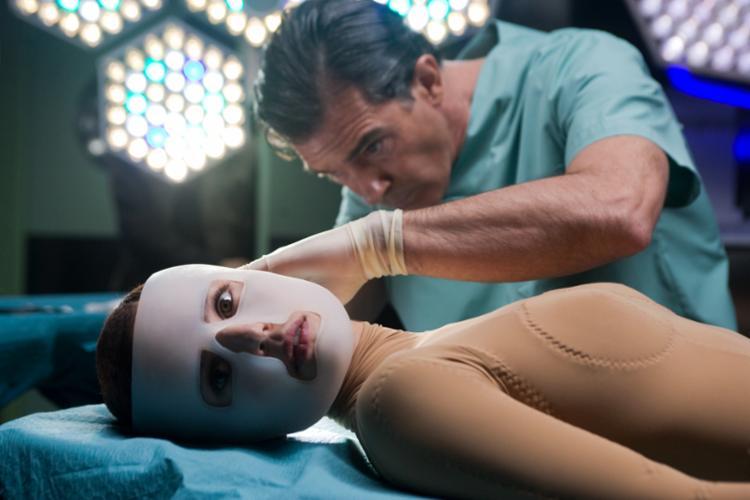 'A pele que habito', dirigido por Pedro Almodóvar, traz importantes reflexões sobre a bioética - Foto: Divulgação