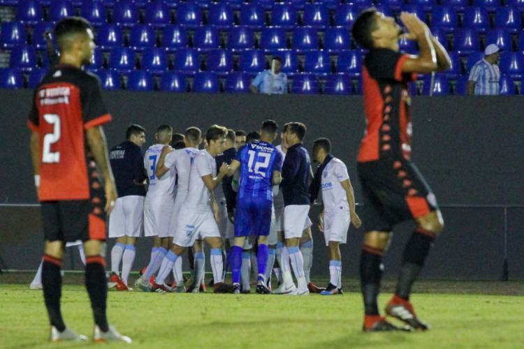Leão voltou a sofrer com falha de goleiro e pane da defesa fora de casa - Foto: Robson Vilela l Futura Press l Estadão Conteúdo