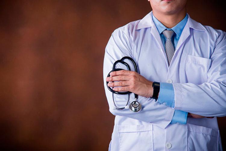 Proposta é que voltem a trabalhar na atenção básica do Sistema Único de Saúde (SUS) por um período de dois anos - Foto: Reprodução | Freepik