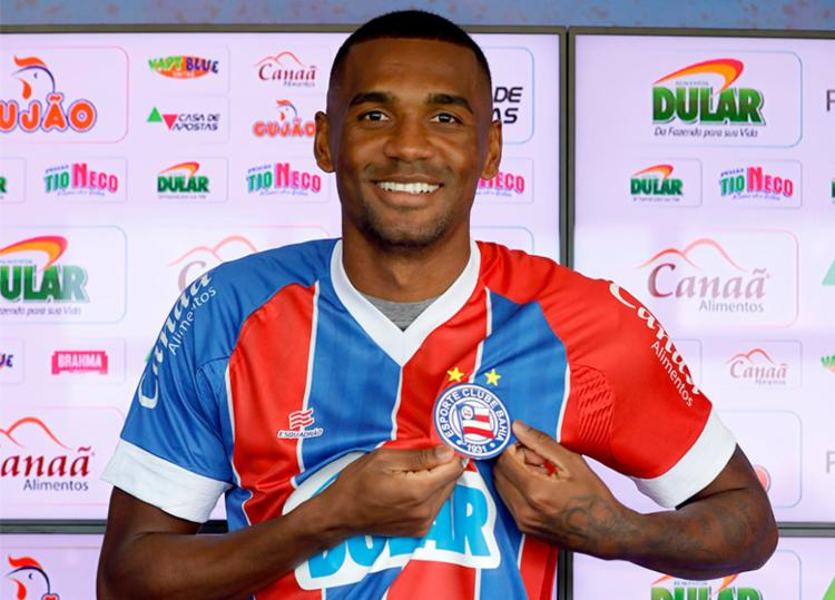 Marllon vestiu a camisa tricolor e já se colocou à disposição para estrear - Foto: Felipe Oliveira   EC Bahia