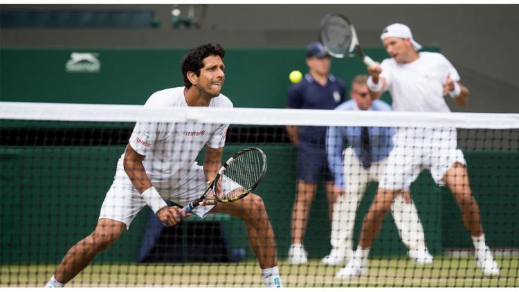 O brasileiro Marcelo Melo e o polonês Lukasz Kubot superaram a parceria formada pelo japonês Ben McLachlan e alemão Jan-Lennard Struff por 3 sets a 1 - Foto: Reprodução l Wimbledon