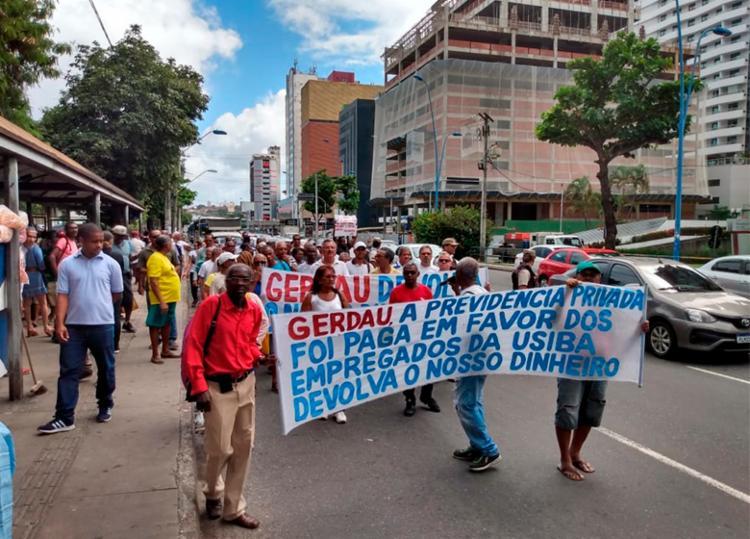 Grupo iniciou a caminhada em frente ao Shopping da Bahia e seguiu em direção ao Shopping Sumaré - Foto: Filipe Ribeiro | Ag. A TARDE