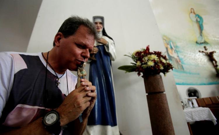 Maestro baiano voltou a enxergar após 14 anos de cegueira causada por galucoma - Foto: Joá Souza | Ag. A TARDE