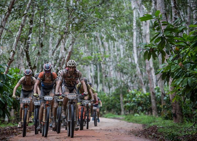 Atletas são desafiados com cerca de 600 km de estradas e trilhas no extremo Sul da Bahia - Foto: Fabio Piva | Brasil Ride