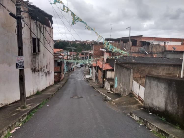 Moradores da travessa socorreram a vítima - Foto: Nicolas Melo I Ag. A TARDE