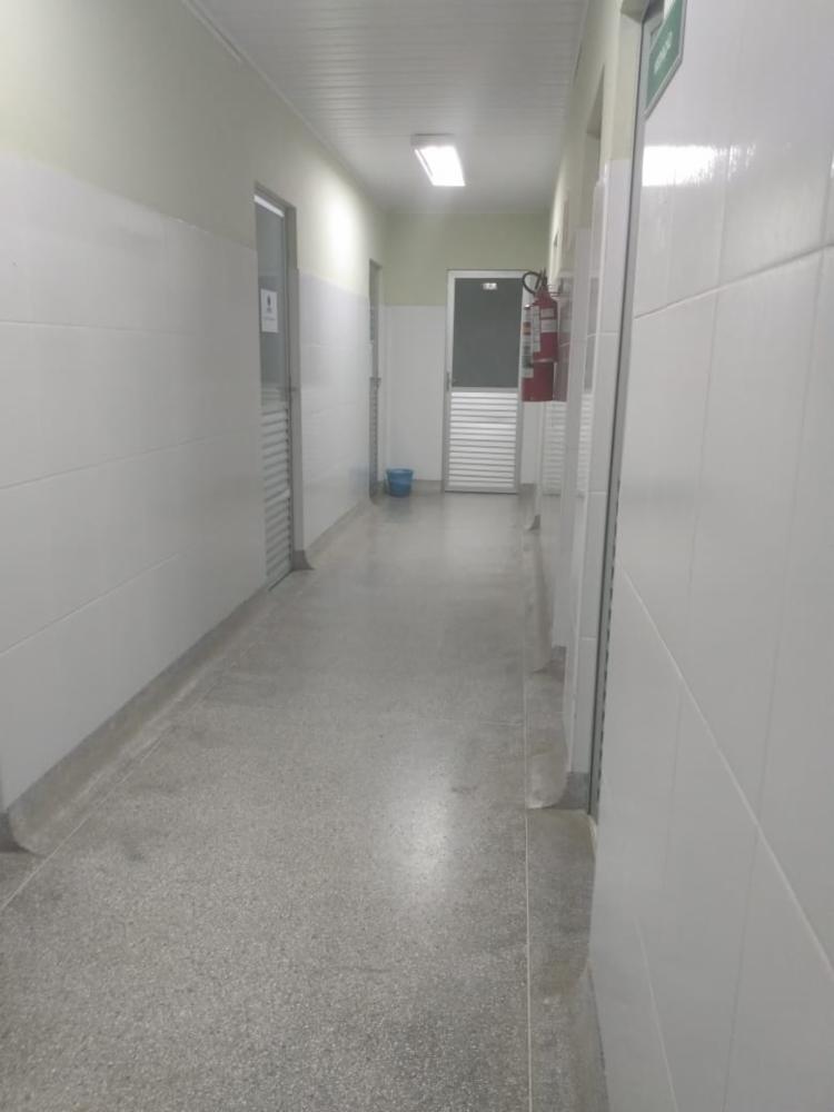 Professora foi esfaqueada em um dos corredores da instituição