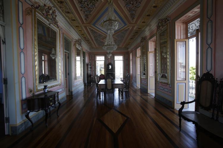 O casarão foi construído em 1904; a restauração custou R$ 700 mil - Foto: Adilton Venegeroles | Ag. A TARDE