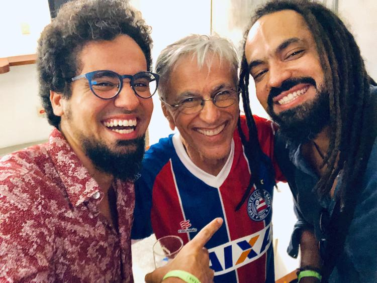 Irmãos Guga Barbosa e Marcelo Costa apresentam releitura de canção de Caetano