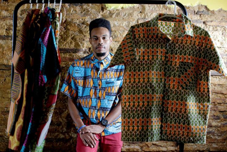 Olukemi iniciou a loja Omosholá com R$ 250 - Foto: Raul Spinassé | Ag. A TARDE
