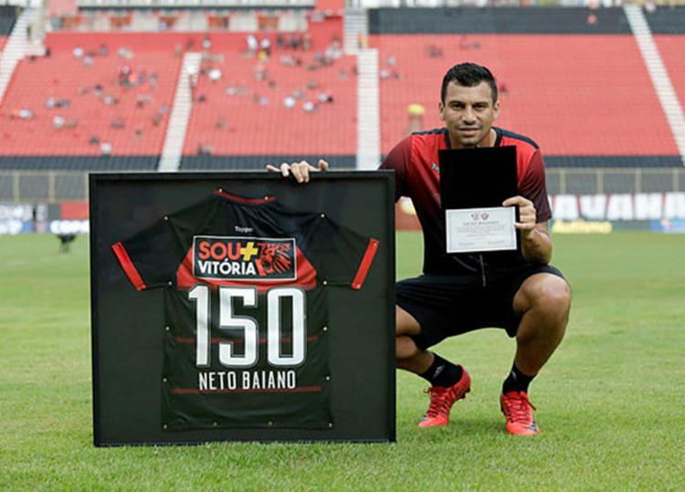 Homenagem por 150 jogos do atacante pelo Vitória