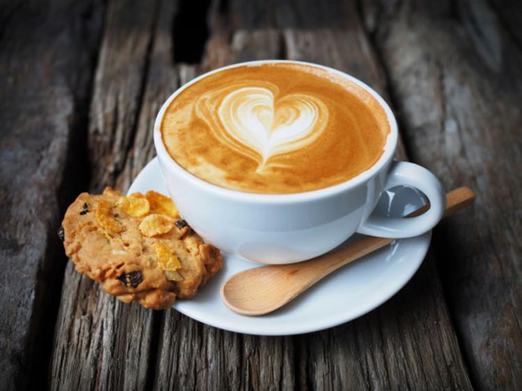O estudo identificou a relação entre abolir o café da manhã e aumento no IMC - Foto: Divulgação   Freepik