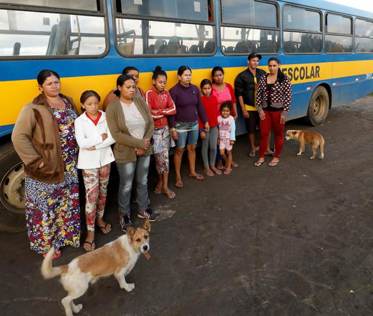 Pais e alunos da zona rural esperam prefeitura solucionar problema - Foto: Adilton Venegeroles | Ag. A TARDE