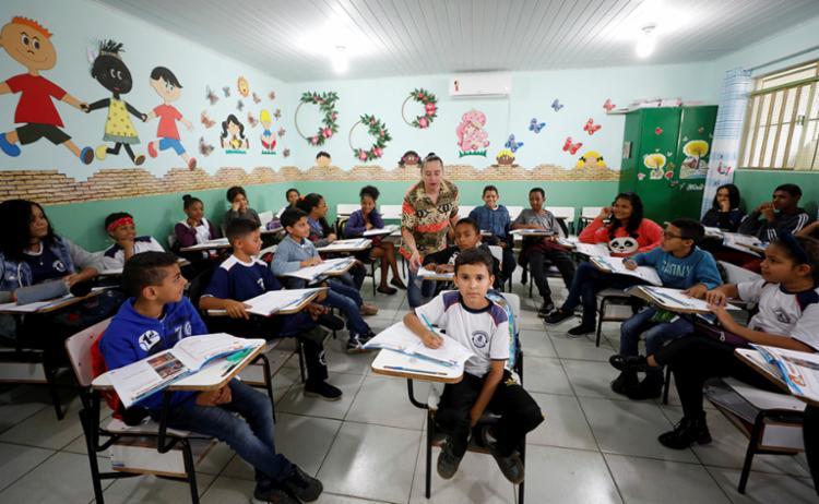 Alunos em aula na Escola Municipal Mário Batista