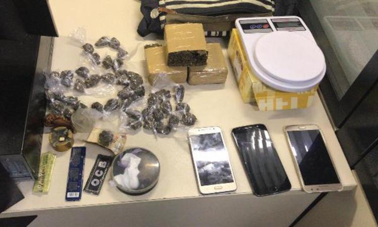 Durante a operação, foram apreendidos armas, drogas, celulares e balança de precisão - Foto: Divulgação | CPRL
