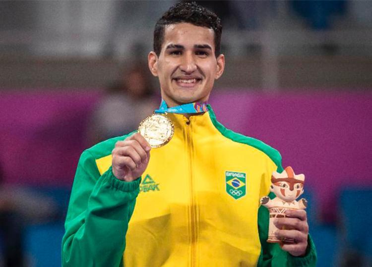 Edival Marques virou para cima do dominicano Bernardo Pie no Taekwondo e garantiu o ouro - Foto: Jonne Roriz | COB