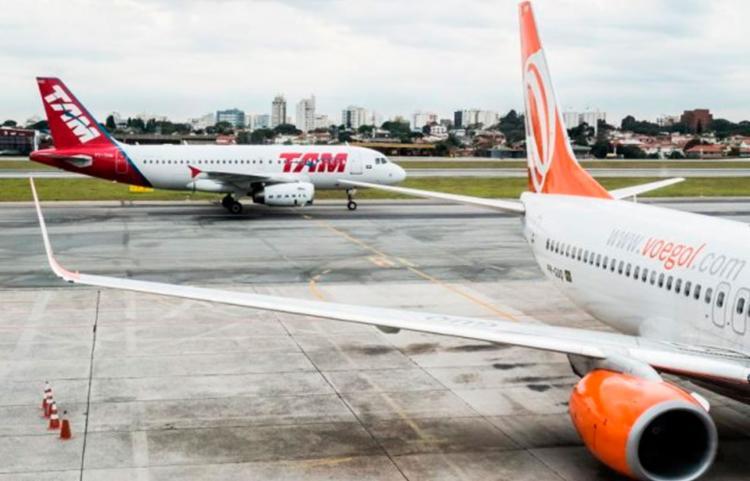 Dados da Agência Nacional de Aviação Civil (ANAC) apontam que, de abril do ano passado à abril deste ano, o preço das passagens no Brasil aumentaram cerca de 30% - Foto: Reprodução | Acorda Cidade