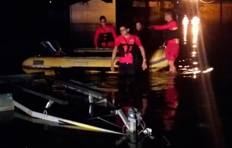 As equipes, compostas também por mergulhadores, estão fazendo buscas nas áreas atingidas - Foto: Divulgação | SSP/BA