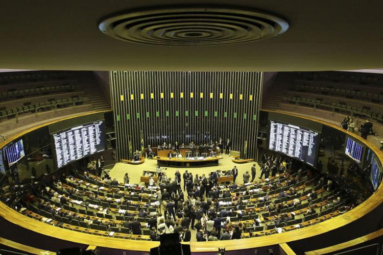 A proposta teve 379 votos a favor e 131 contra - Foto: Fabio Rodrigues Pozzebom l Agência Brasil