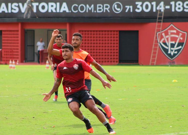 Prováveis titulares trabalharam lances de bola parada - Foto: Divulgação | EC Vitória