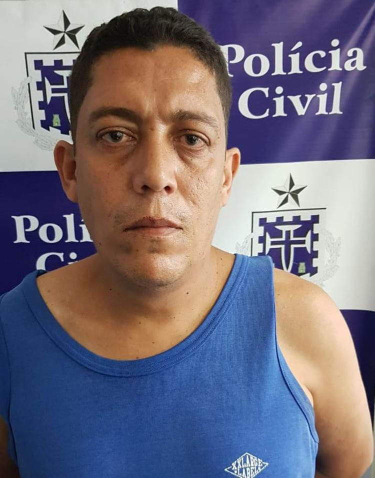 O suspeito foi autuado em flagrante por tráfico de drogas e posse de arma de fogo - Foto: Divulgação | Polícia Civil