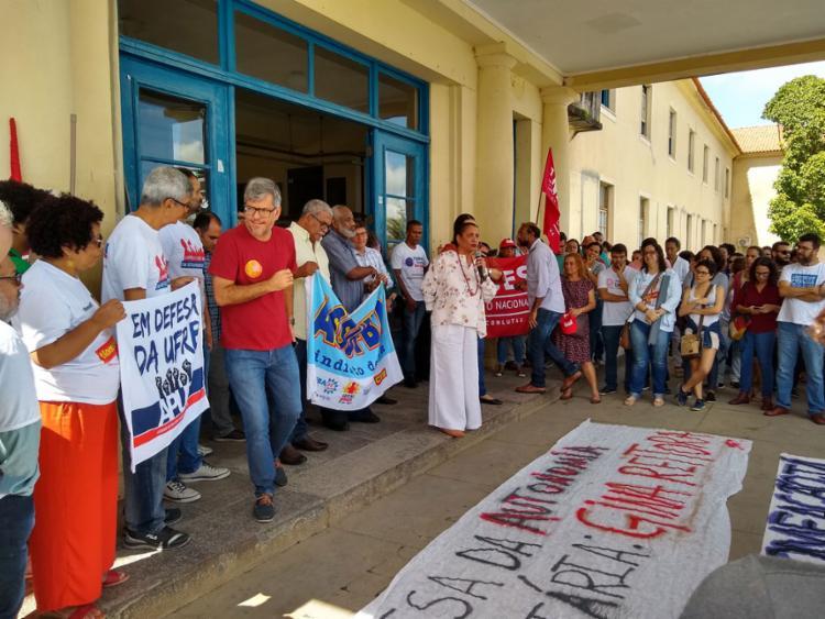 Ato aconteceu em frente à reitoria, em Cruz das Almas - Foto: Jussara Maia l Divulgação