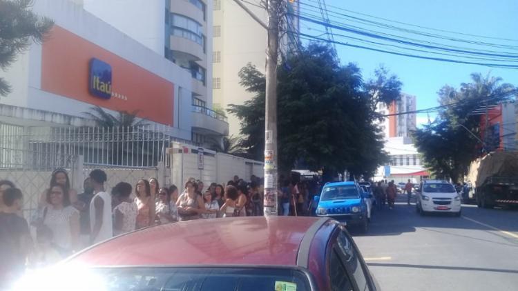 A fila se formou até o bairro do Canela - Foto: Cidadão Repórter via WhatsApp