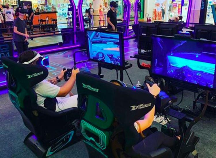 Estandes de realidade virtual ficam na praça de eventos do Salvador Shopping - Foto: Divulgação