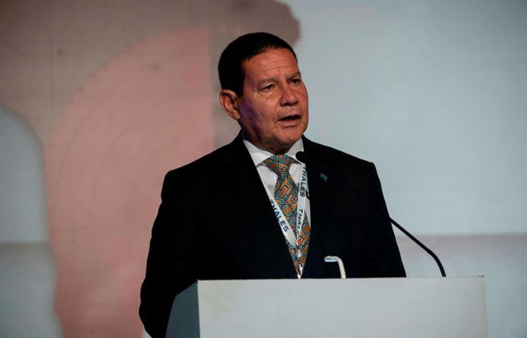Mourão disse que o outro passo para reduzir o desvio fiscal é a venda de estatais - Foto: Mauro Pimentel | AFP