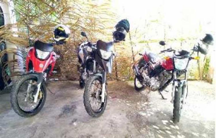 Motocicletas apreendidas com o suspeito