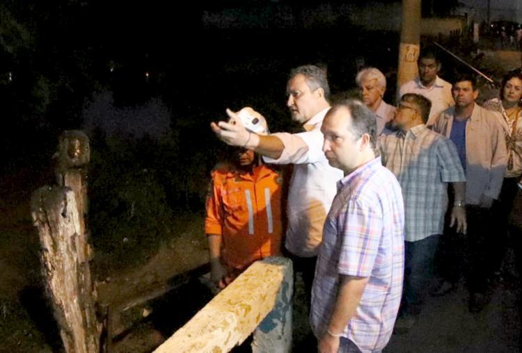 Governador percorreu as ruas afetadas por águas que desceram pelo rio do Peixe - Foto: Divulgação | Secom BA