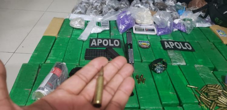 Material estava dentro das sacolas que o suspeito carregava - Foto: Divulgação   SSP-BA