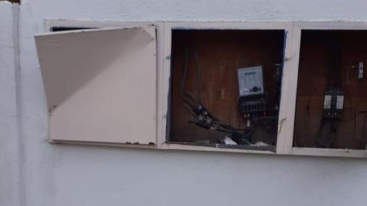 Funcionária percebeu que as portas do quadro de luz foram arrombadas - Foto: Reprodução | Facebook