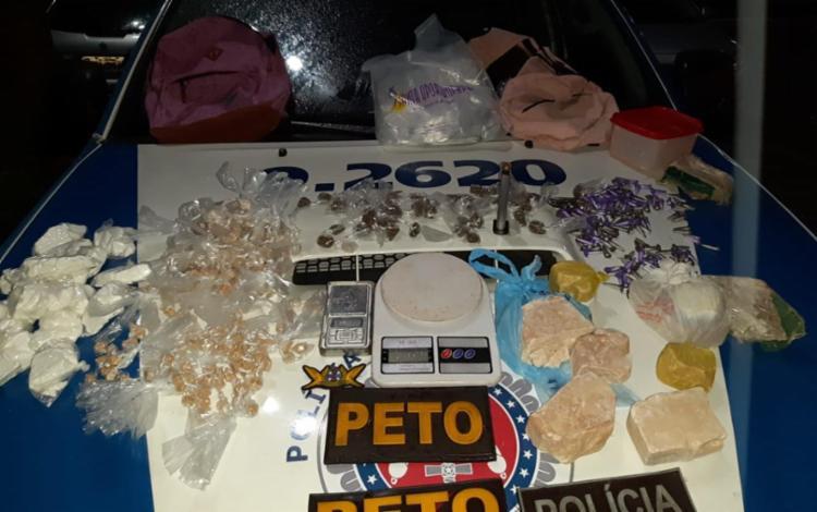 Foram apreendidas 650 porções de cocaína, maconha e crack - Foto: Divulgação | SSP-BA