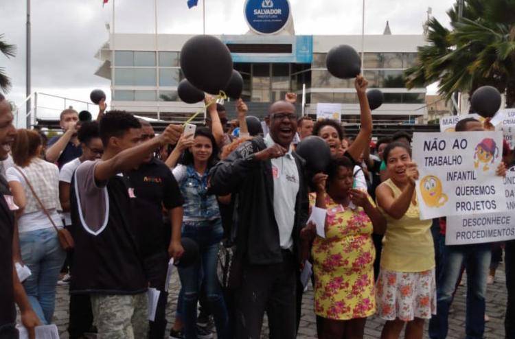 No local estão dezenas de entidades integrantes do fórum em defesa dos Direitos de Crianças e Adolescentes - Foto: Jaqueline Suzarte   Ag. A TARDE