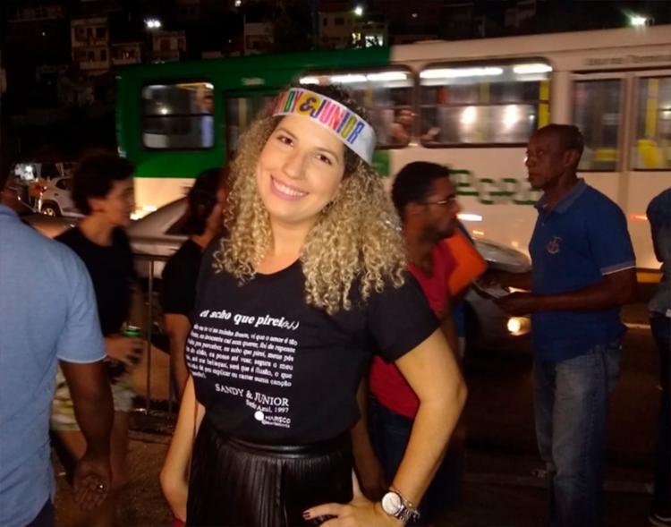 A médica Acácia Amorim produziu camisas especiais para o show