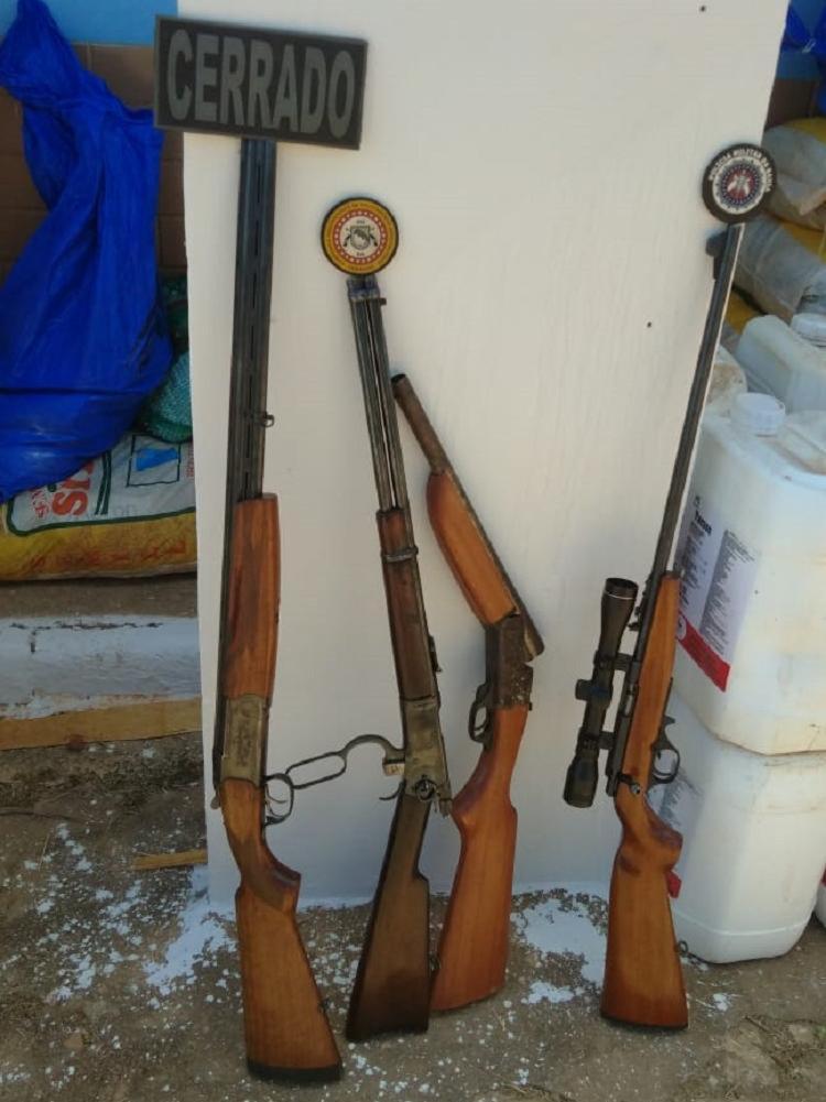 PM apreendeu dois rifles e duas espingardas com munições - Foto: Divulgação | SSP