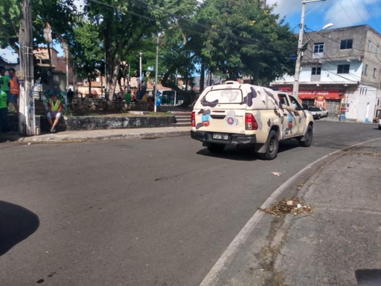 Policiais fazem a segurança do bairro - Foto: Nicolas Melo I Ag. A TARDE