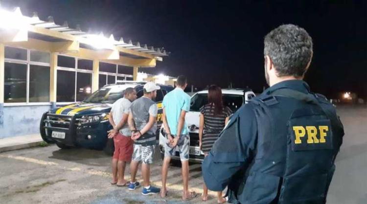 Os quatro detidos foram encaminhados à Delegacia de Polícia Civil de Senhor do Bonfim - Foto: Divulgação | PRF