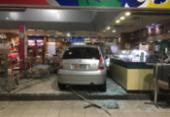 Carro invade loja de conveniência e deixa um ferido na avenida Garibaldi | Foto: Cidadão Repórter | Via WhatsApp