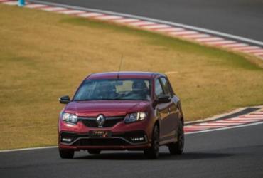 Sandero RS 2.0 entusiasma no acelerador e no preço | Divulgação