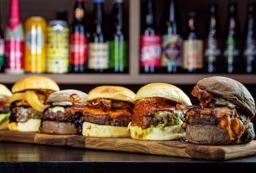 Em promoção de aniversário, bar serve chopp dobrado e combos de hambúrgueres   Divulgação