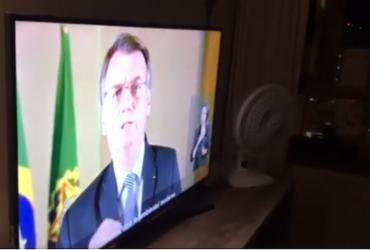 Moradores batem panela durante pronunciamento de Bolsonaro | Reprodução