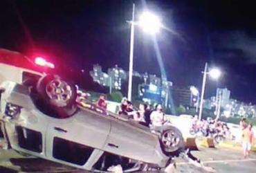 Carro colide em poste e trânsito fica lento no CAB   Reprodução I TV Bahia