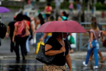 Chuva causa deslizamento de terra e ameaças de desabamento em Salvador | Raul Spinassé | Ag. A TARDE