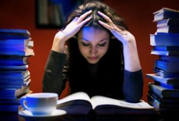 Ansiedade e depressão na universidade: como a rotina afeta os estudantes | Reprodução | Getty Images