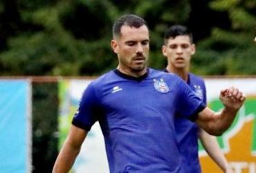 Debaixo de chuva, Bahia faz trabalho tático e treina bola parada   Felipe Oliveira   EC Bahia