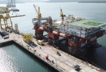 Estaleiro Enseada recebe plataforma norueguesa para manutenção