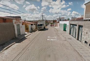 Suspeitos se escondem em esgoto e praticam assalto em Feira de Santana