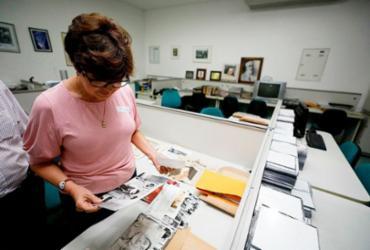 Superintendente da Osid visita coleção de A TARDE sobre Irmã Dulce | Joá Souza | Ag. A TARDE